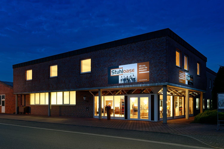 Unser Hauptsitz am Abend in 46325 Borken mit großer Ausstellung