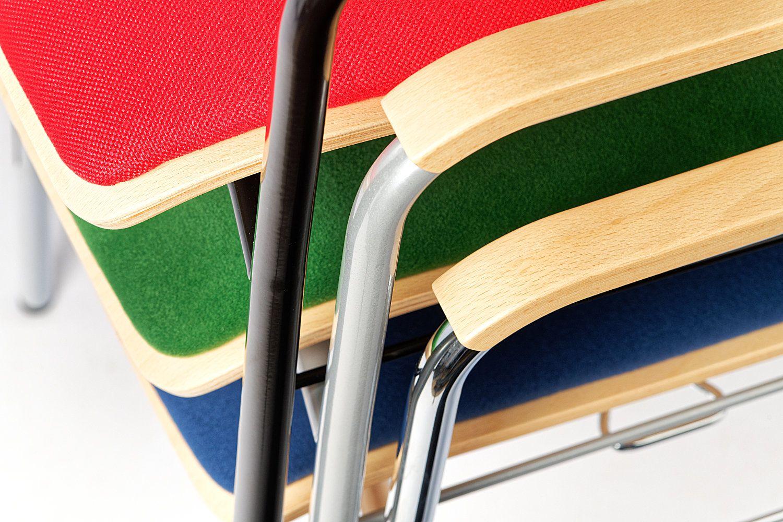 Die Sitzpolster sind in unterschiedlichen Bezugsvarianten wählbar