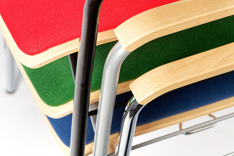 Stahlrohr - Holz - Sitzpolster bilden eine gestalterische Einheit
