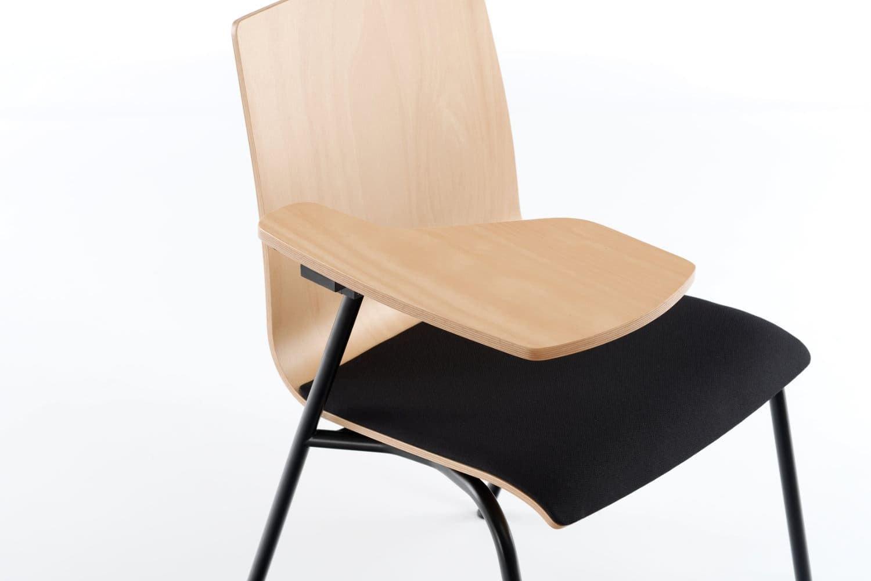 Unser Polsterstuhl mit kleiner Schreibplatte