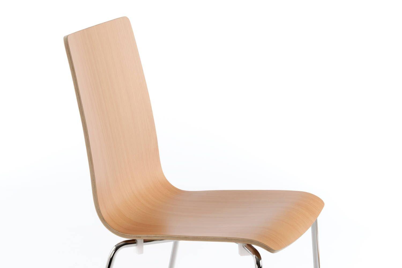 Das Buchenholz gibt den bequemen Stühlen ein gemütliches Aussehen