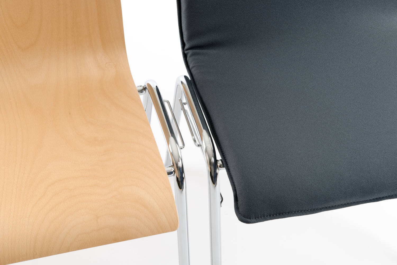 Der Luanda VP lässt sich schnell und einfach zu feste Stuhlreihen stellen