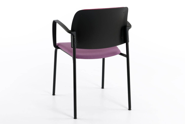 Durch verschiedene Polsterungen von Sitz- und Rückenpolster wirkt der Stuhl noch interessanter