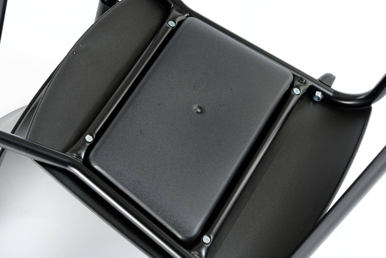 Die durch Querstreben verstärkte Sitzfläche ist sehr stabil