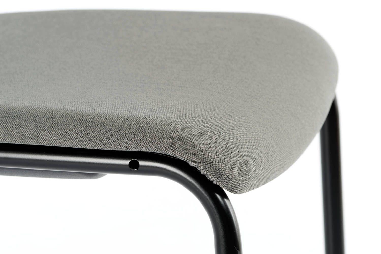 Die Sitzfläche ist vorne abgerundet für ein bequemes Sitzen