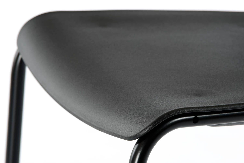 Die abgerundete Kante der Sitzfläche sorgt für ein angenehmes Sitzen