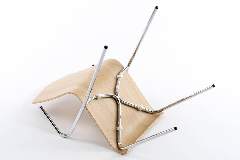 Das Gestell ist fest mit der Sitzfläche verschraubt