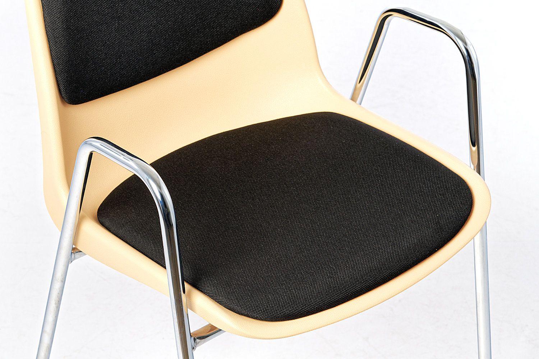 Die Polsterung ist der Sitzschale angepasst
