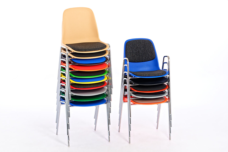 Alle Stühle unserer Mali Serie lassen sich gut Stapeln