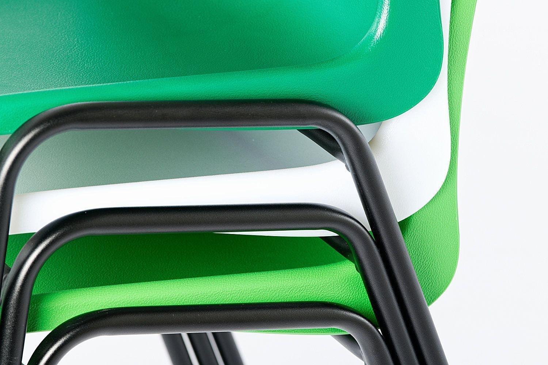 Die pflegeleichte Kunststoffsitzschale und das Gestell geben ein passendes Design