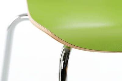 Die Sitzschale ist fest mit dem Gestell verschraubt