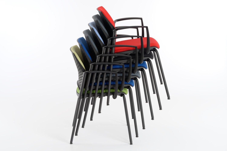 Gestapelt kann der Paris AL SP RP schnell und einfach mit einer Stuhlkarre transportiert werden