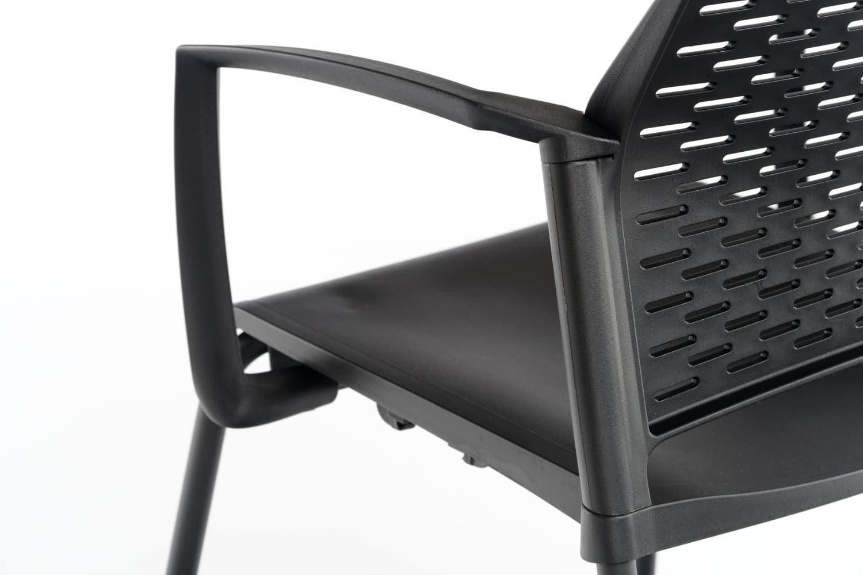 Die Armlehnen sind mit dem Gestell und der Sitzfläche verbunden