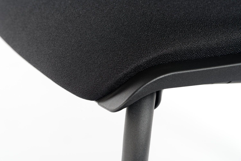 Die Polsterung passt sich perfekt der Sitzfläche an