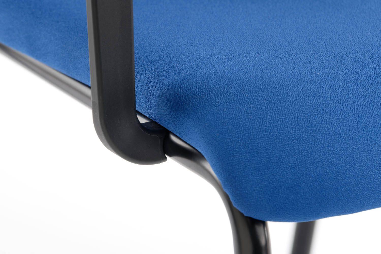 Die nach vorne gebogene Sitzfläche ist besonders angenehm