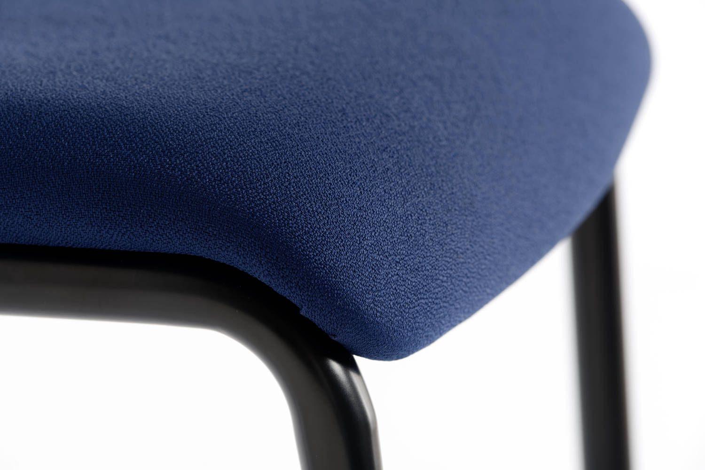 Durch die vorne abgerundete Sitzfläche keine Druckstellen im Beinbereich
