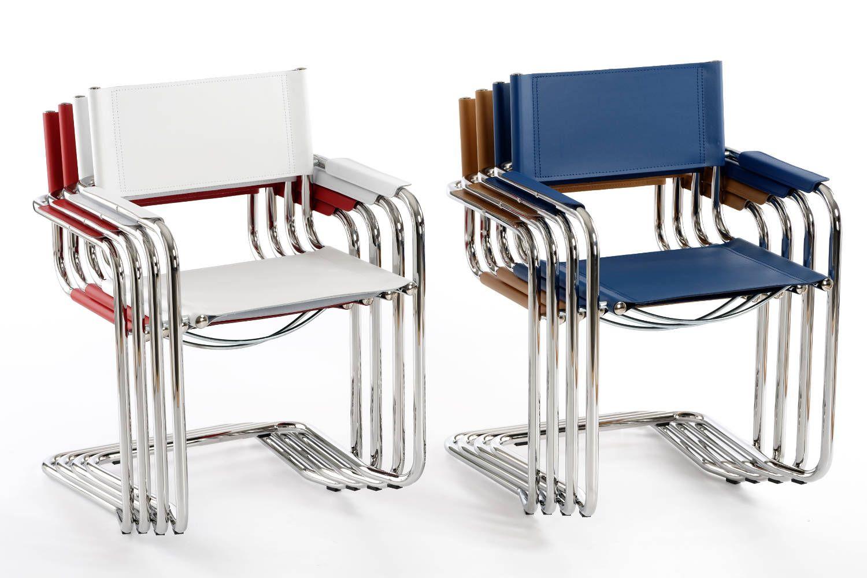 Verschiedene Farbkombinationen wirken auch in Stuhlstapeln ansprechend