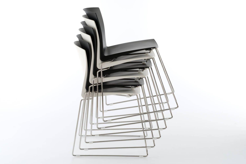 Stapelschutz unter der Sitzfläche schützt vor Kratzern