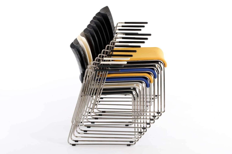 Die Turin Stühle können gestapelt gelagert werden