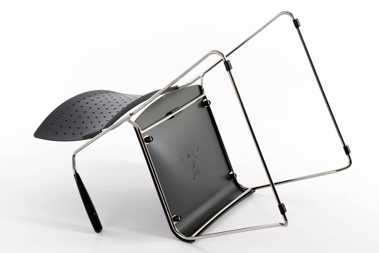 Die Sitzfläche ist fest mit dem Gestell verbunden