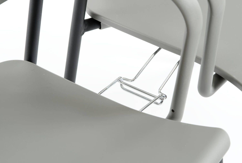Optional können integrierte Reihenverbindungen unter der Sitzfläche angebracht werden