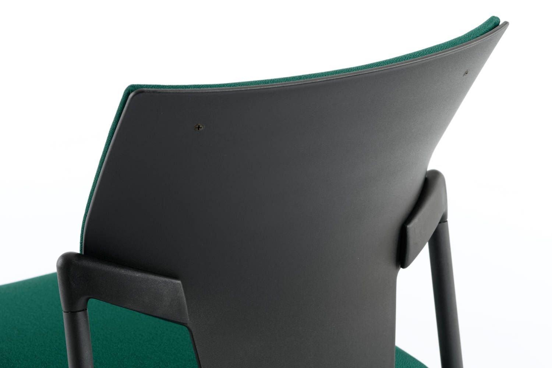 Die Rückenlehne ist ergonomisch geformt