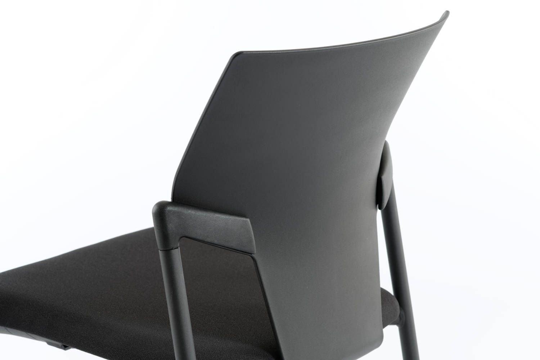 Die Rückenlehne des Begasz SP ist ergonomisch geformt und unterstützt besonders den unteren Rücken