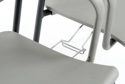 Unter der Sitzfläche optional integrierte Verbinder sind immer einsatzbereit